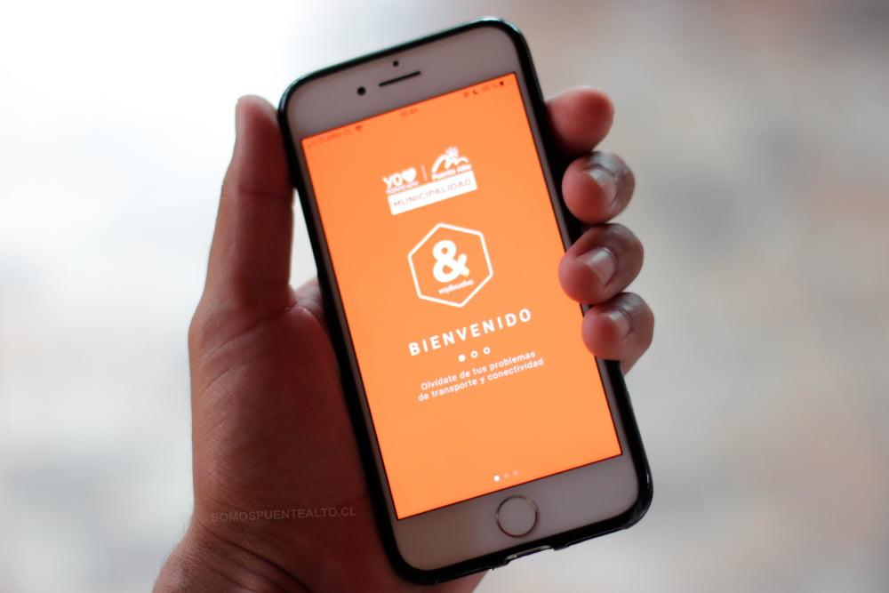 Foto de celular sostenido por una mano