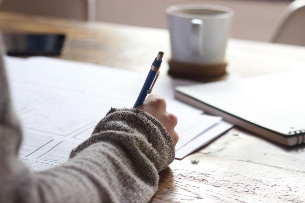 Foto de persona escribiendo, puente alto