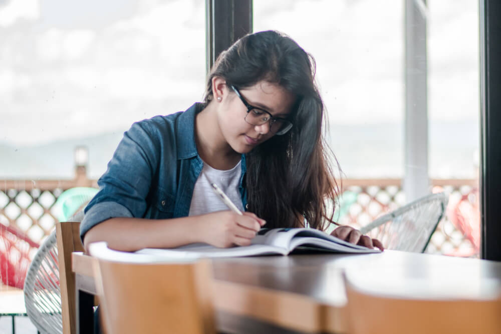 Foto de persona estudiando
