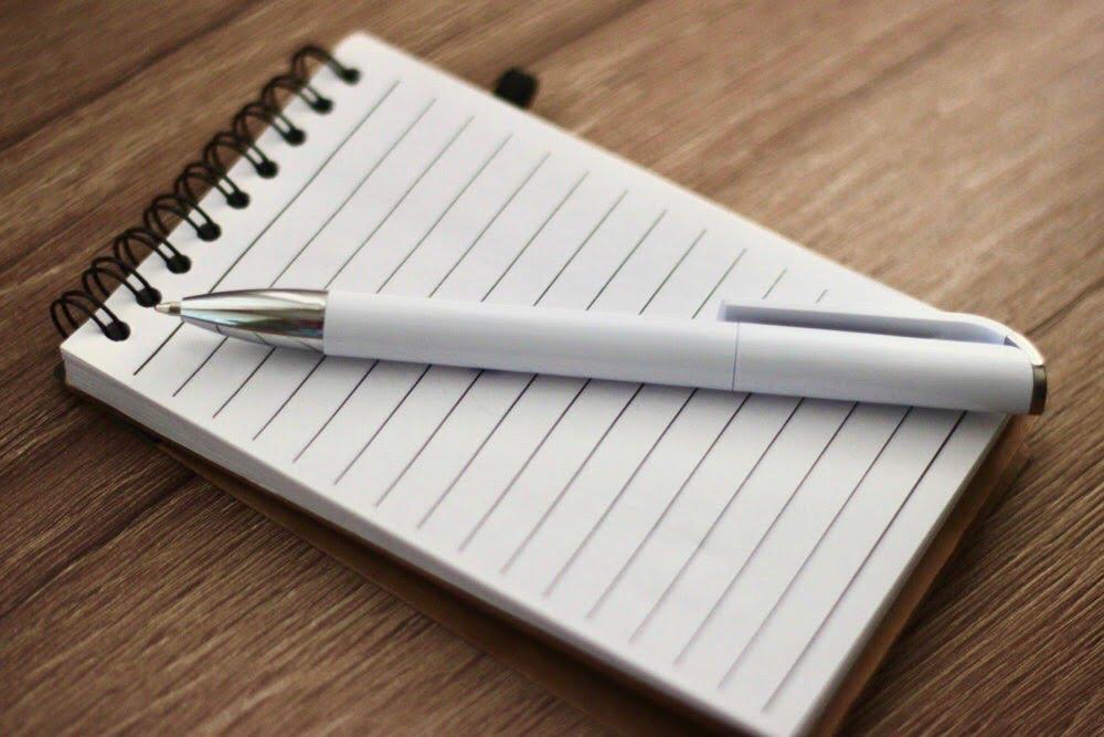 Foto de cuaderno y lapiz