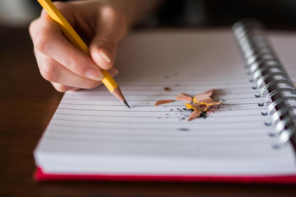 Foto de persona escribiendo