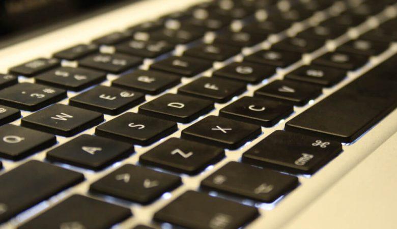 Foto de teclado para feria laboral online de puente alto