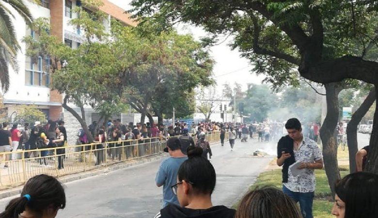 Liceos en toma puente alto