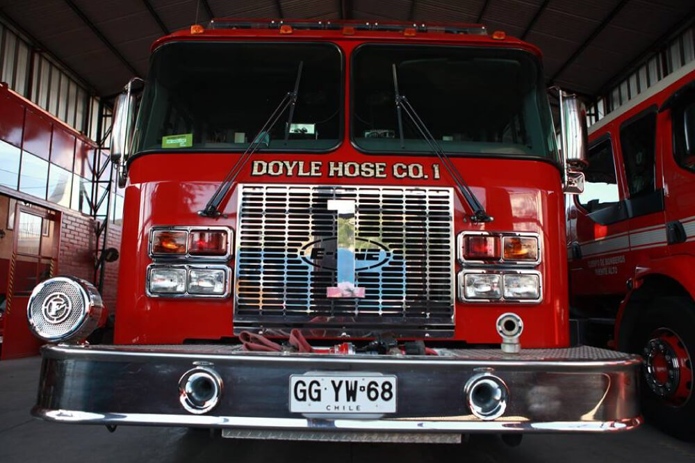 Foto de frente de carro de bomberos puente alto