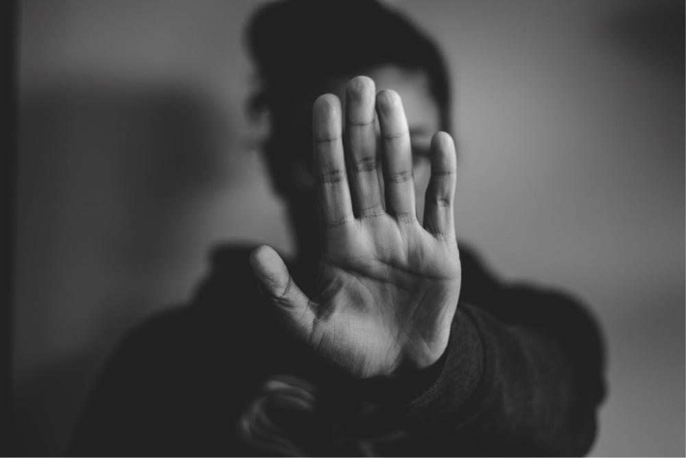 Foto de persona mostrando la palma de la mano, puente alto