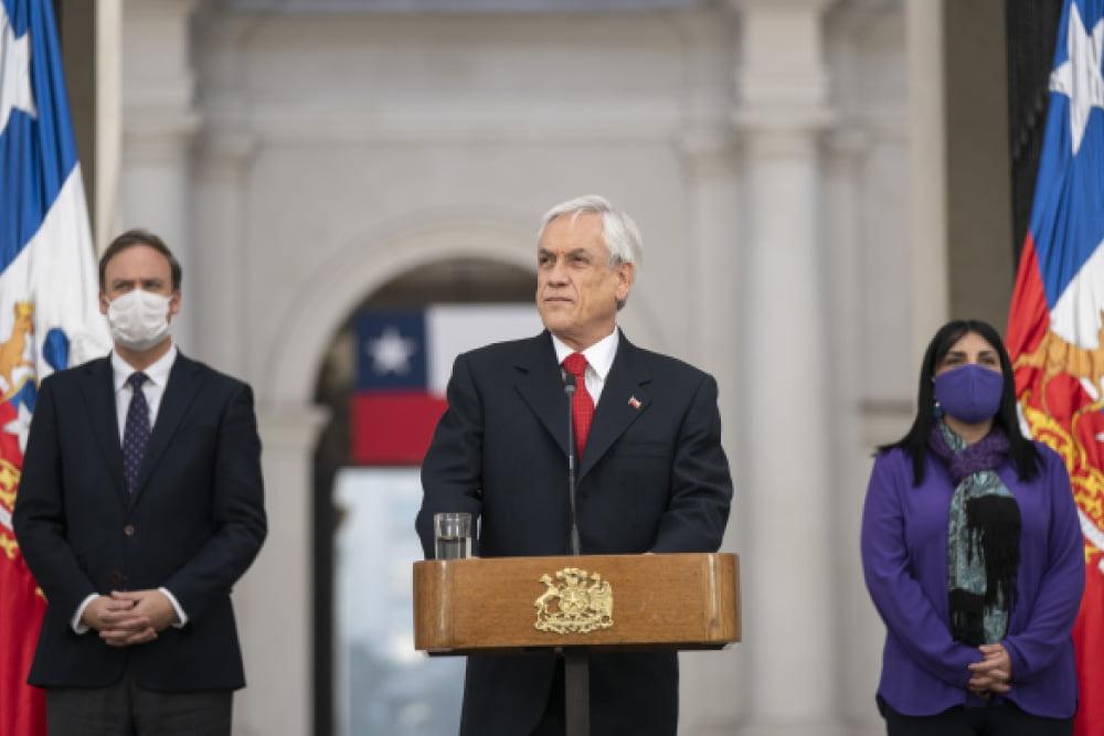 Presidente piñera promulga rebaja de dietas