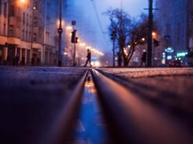 Foto de calle, de noche