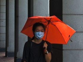 Foto de persona con paraguas - lluvia