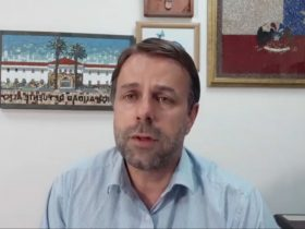 Alcalde de puente alto, germán codina, realizando transmisión en facebook live